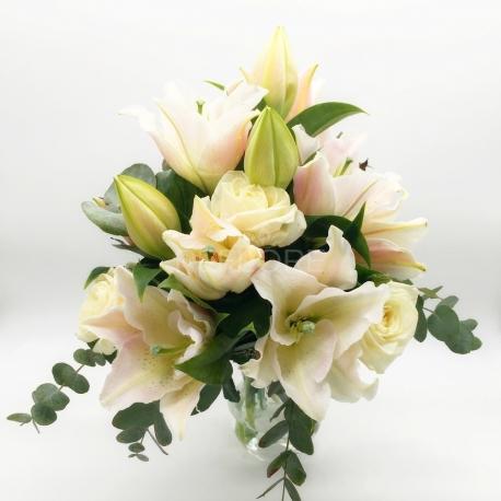 PANNA COTTA: Rose e gigli bianchi