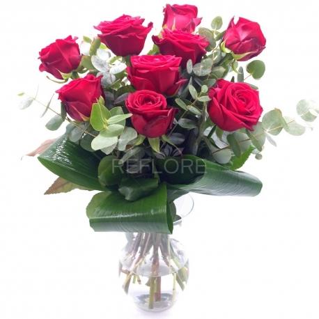 PENSIERO DELICATO: 9 rose rosse