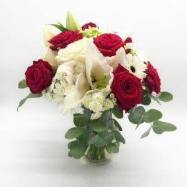 NOTE MUSICALI: rose rosse e bianche , gerbere e gigli bianchi