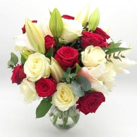 UNIONE DI INTENTI: rose bianche e rosse con gigli bianchi