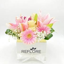 BOX BIANCO ZUCCHERO FILATO: lilium, rose e gerbere