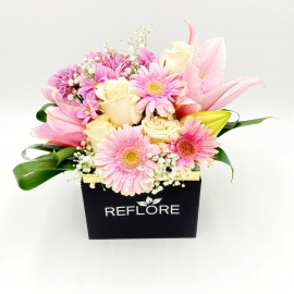 BOX NERO ZUCCHERO FILATO: gigli, rose e gerbere