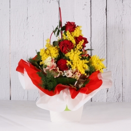 BOUQUET FRESH ROSSO CON ROSE ORCHIDEA E MIMOSA