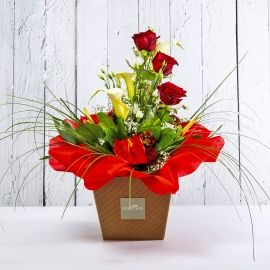 REGINA: bouquet fresh rosso con rose, anthurium e calle