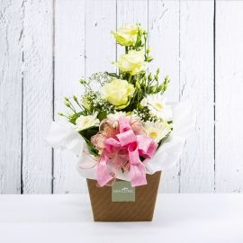 BELLA: bouquet fresh bianco con Lisianthus, Rose e Gerbere.