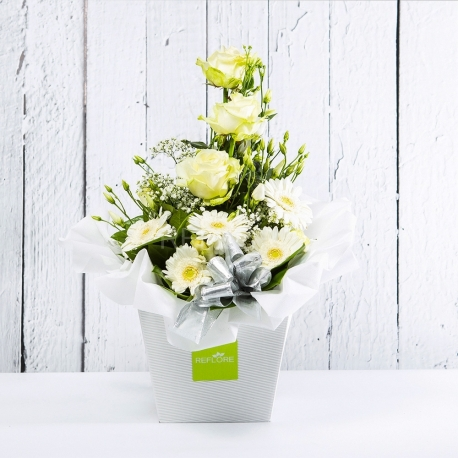 DILETTA: bouquet fresh bianco con Lisianthus, Rose e Gerbere.