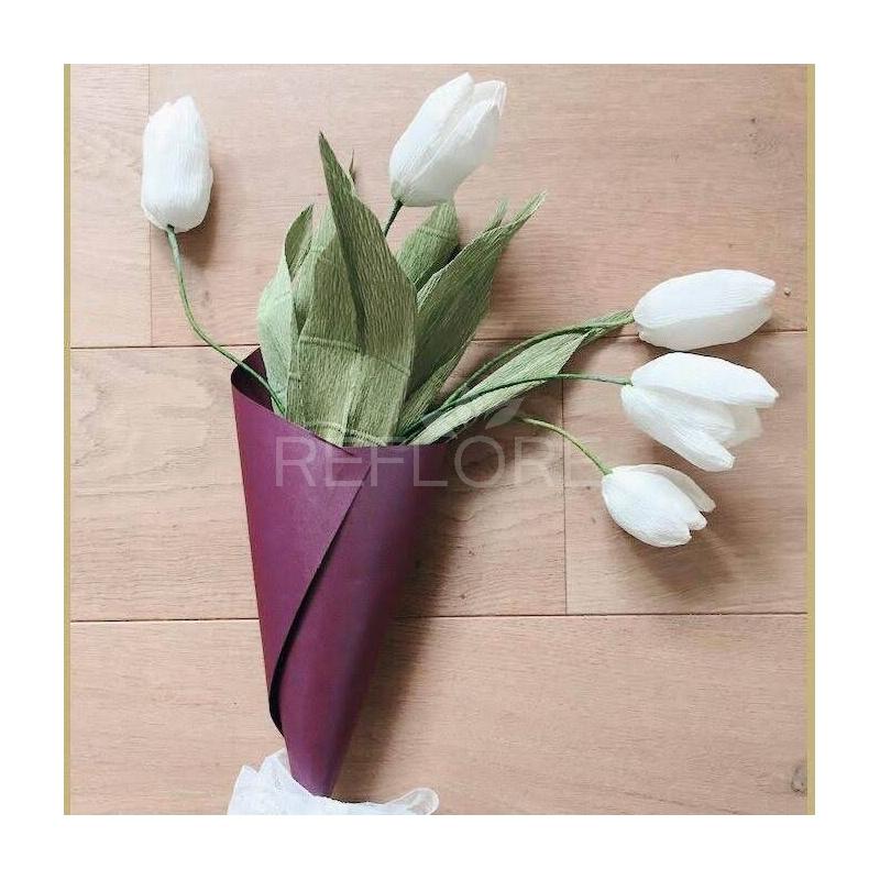 Un Mazzo Di Fiori Composto Da 5 Rose 7 Tulipani.Mazzo Composto Da Sette Tulipani Di Carta