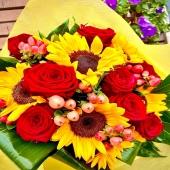 """""""Energia pura"""" uno dei nostri bouquet in promo in consegna oggi! Scegli subito il tuo preferito e regala un sorriso ❤️🌼❤️link in bio❤️🌼❤️"""