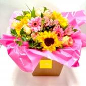 Un nuovo bouquet fresh di girasoli e tenui colori rosa si è aggiunto alla nostra gamma di prodotti. Ancora 2 giorni per approfittare della PROMO-15% 🌺🌻💐link in bio🌺🌻💐