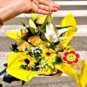 I nostri originali Bouquet Fresh in consegna… sono unici e pratici, già con il vaso incluso e una simpatica box per il trasporto! In PROMO -15% per tutto il mese di Giugno! Guardali tutti e scegli il tuo preferito ➡️➡️➡️ 🌼🌺🌸 link in bio 🌼🌺🌸