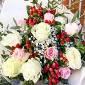 La rosa è senza perché, fiorisce perché fiorisce; non pensa a sé, non si chiede se la si veda oppure no.